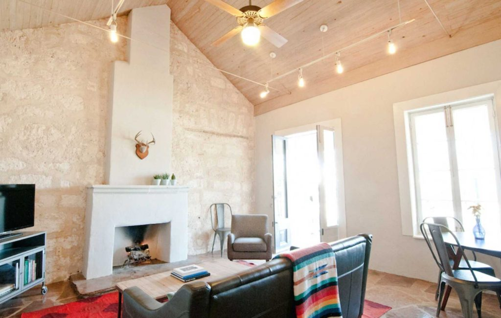 Looking for where to stay in san Antonio? Then check out this  Cottage in Downtown