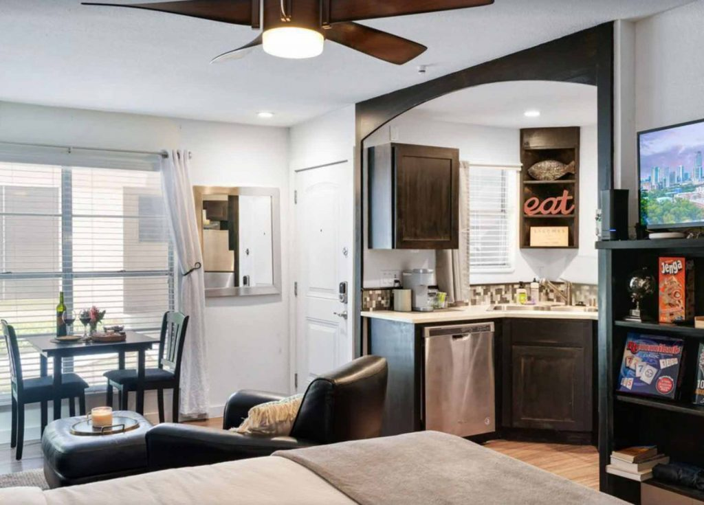 Looking for where to stay in Austin? Then check out this Budget Studio Apartment