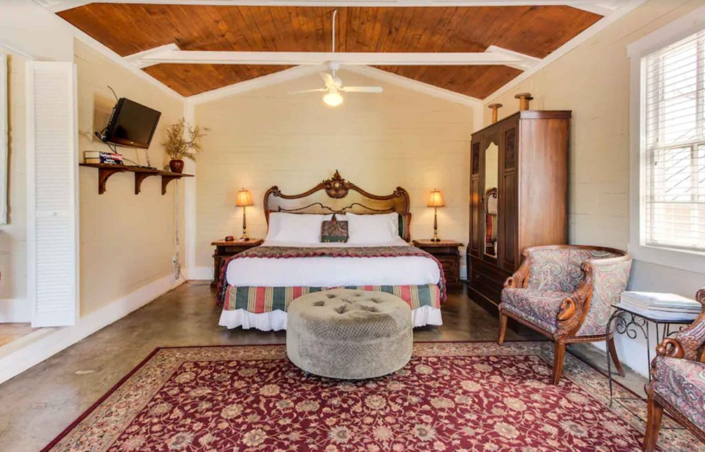 This romantic studio site is one of the best Airbnb in Fredericksburg TX
