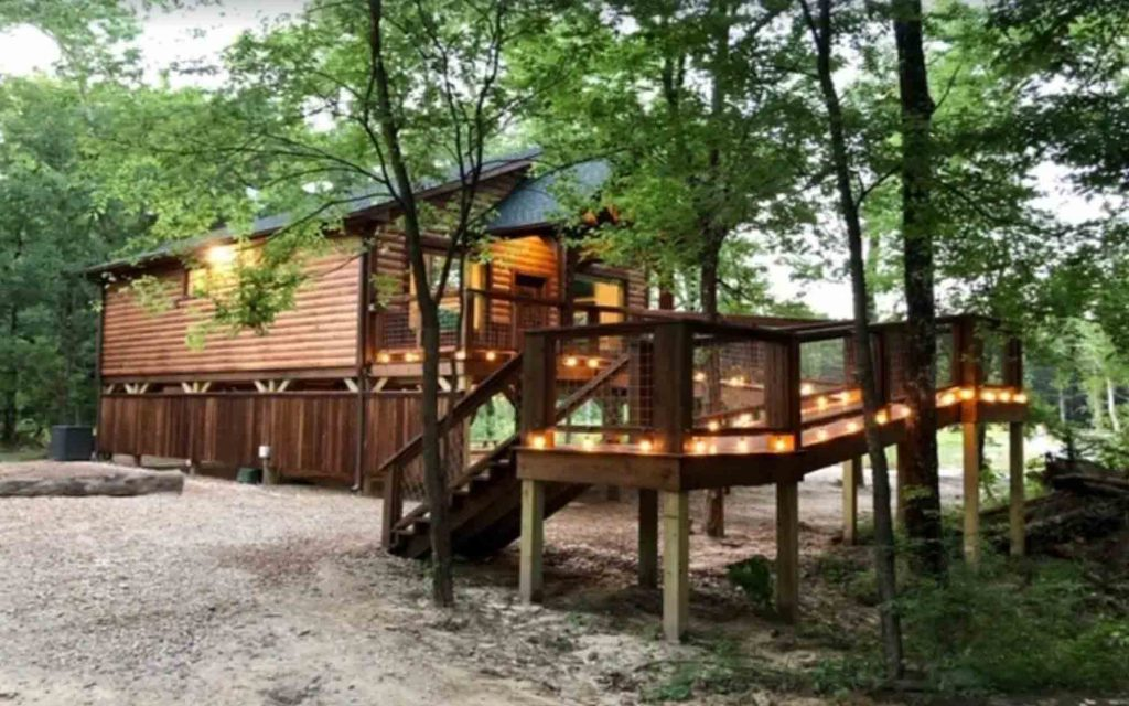 Southern Dream-Brand New Luxury Treehouse is one of the romantic cabins in Texas