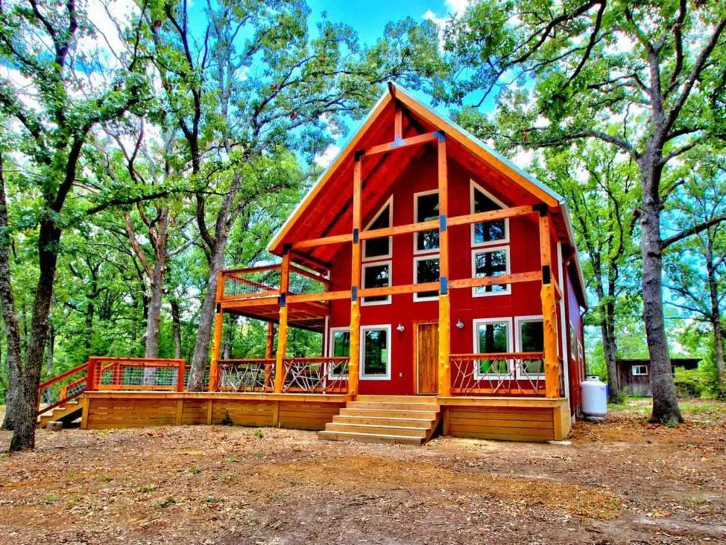 Cabin with hot tub in Wills Point, Texas