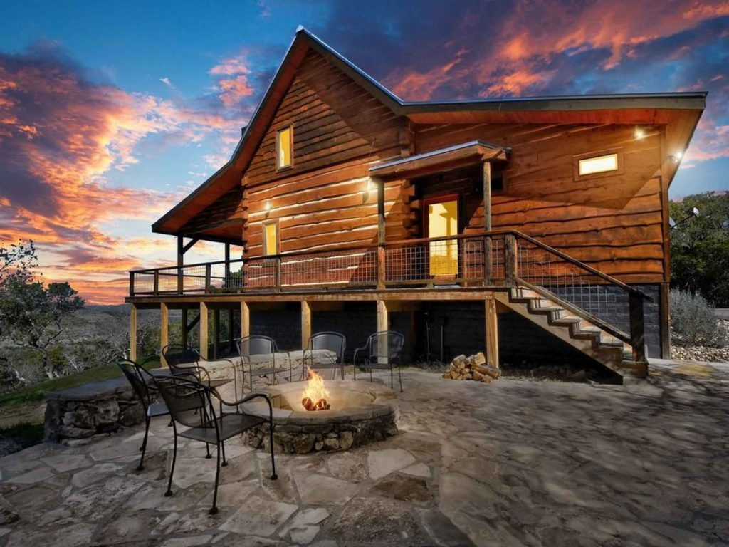 Rustic luxury cabin near Wimberley and San Marcos