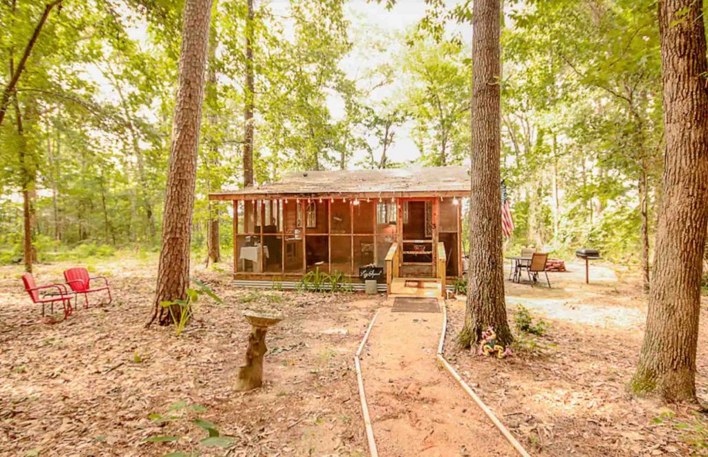The Lazy Squirrel is one of the romantic cabins in Texas