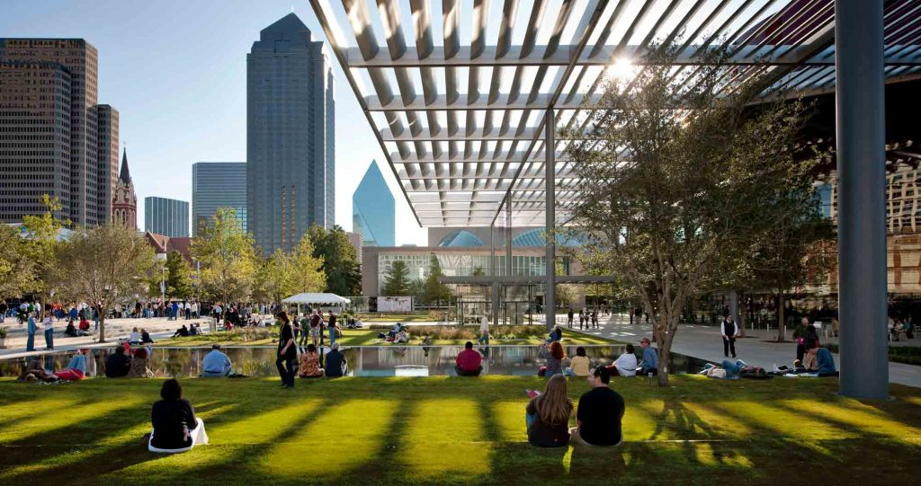 Wandering in the Arts District is one of the things to do in Dallas