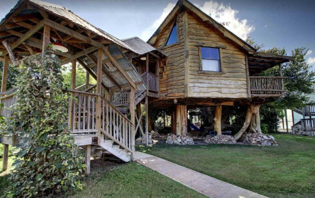 This Treehouse in New Braunfels is one of the extraordinary treehouse rentals in Texas