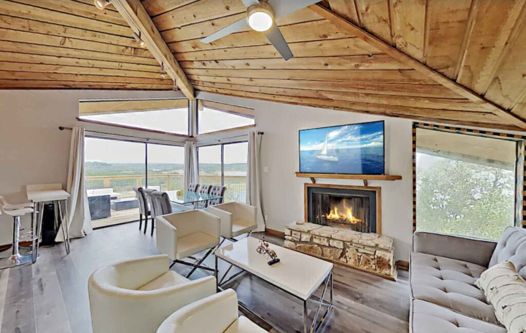 This Modern Luxury Treehouse on Lake Travis is one of the best treehouse rentals in Texas