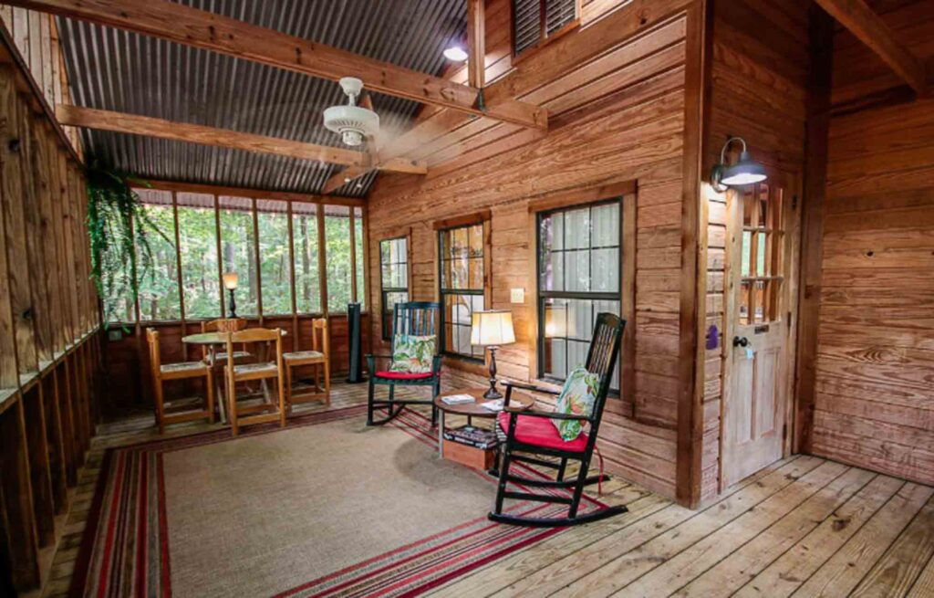 This treehouse in Winona is one of the extraordinary treehouse rentals in Texas